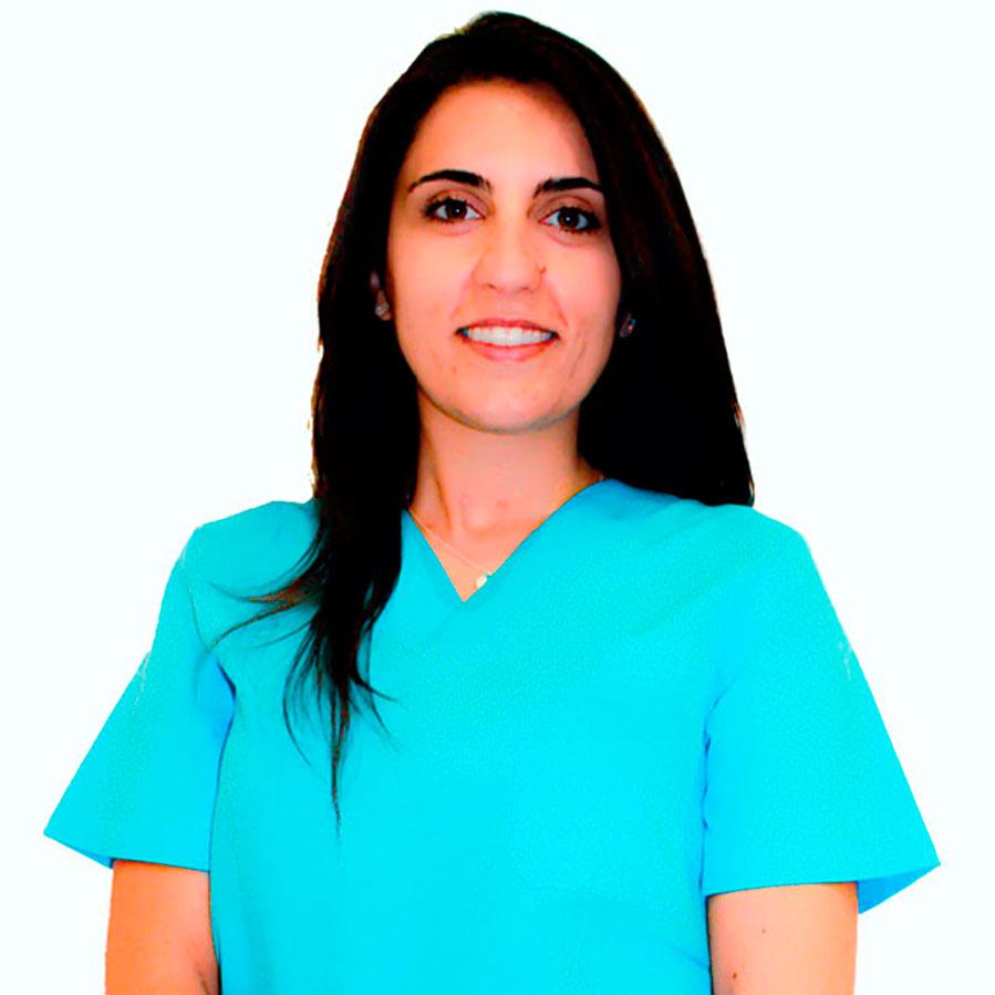 https://www.clinicadentalsimon.com/wp-content/uploads/2015/11/CristinaPuente-perfil-1.jpg