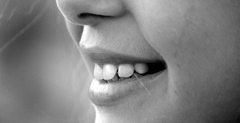 Lo que no debes hacer si quieres cuidar tus dientes