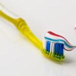 Tu pasta de dientes y el enjuague bucal pueden combatir el COVID-19
